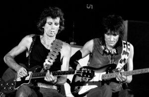 Richards_Wood_onstage_in_Turin_1982.jpg